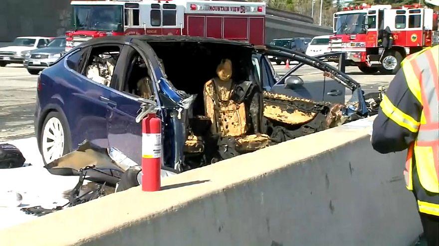 تيسلا تسحب 123 ألف سيارة بعد حادث كاليفورنيا