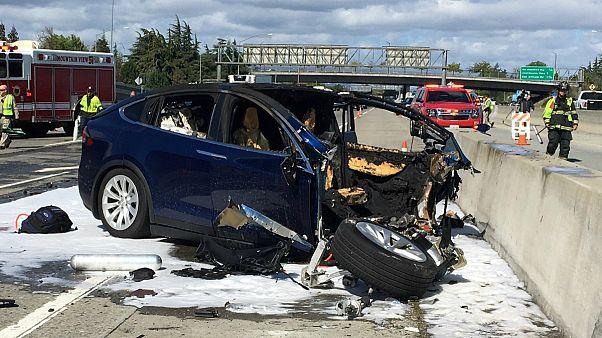 تسلا: در تصادف مرگبار کالیفرنیا سامانه خودران اتومبیل فعال بود