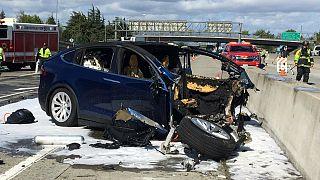 Tesla: Ölümlü kazada Model X aracımız otopilot modundaydı