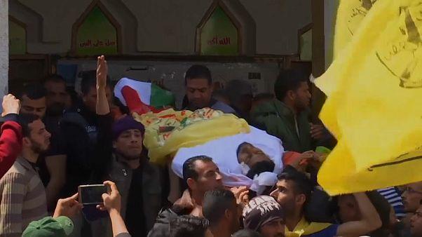 شاهد: المئات يشيعون قتلى مظاهرات غزة
