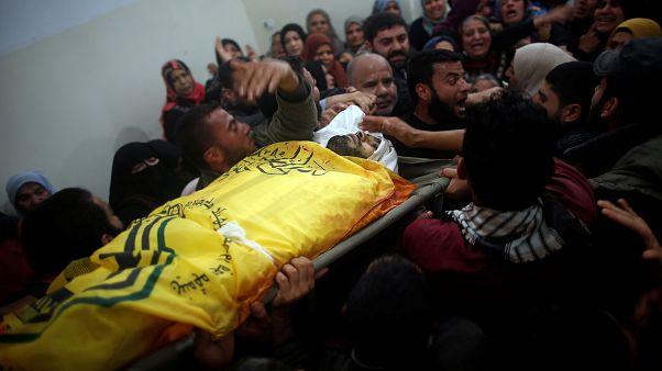 Les Palestiniens enterrent leurs morts
