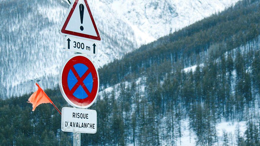 مقتل 3 متزلجين إسبان وإصابة 2 في انهيار جليدي بسويسرا