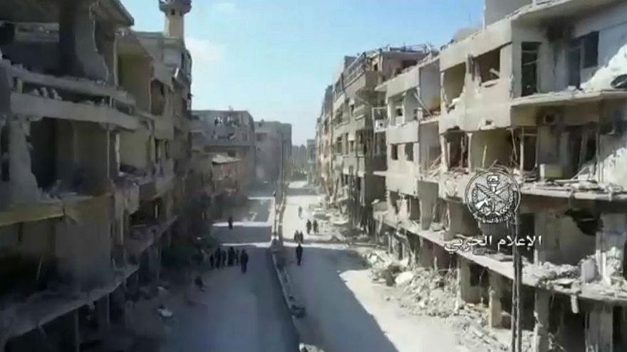 نشر فيديو يظهر حجم الدمار بالغوطة وبدء انسحاب المعارضة من دوما