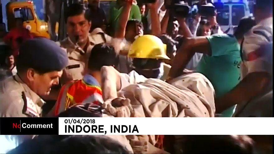 Queda de edifício faz 10 mortos no centro a Índia