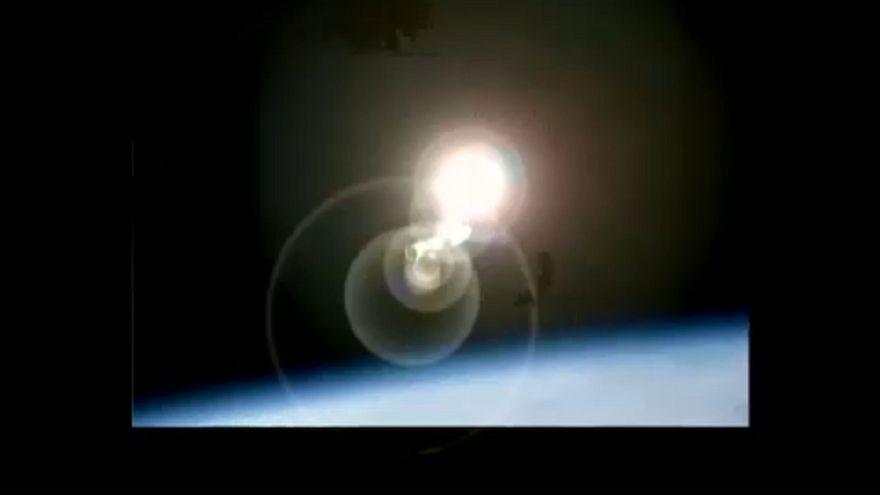 Meteoresőre emlékeztet a légkörben elégő űrállomás