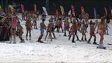 روس يتزلجون بملابس البحر لكسر رقم موسوعة غينيس