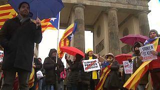Manifestación de apoyo a Puigdemont a los pies de la Puerta de Brandeburgo