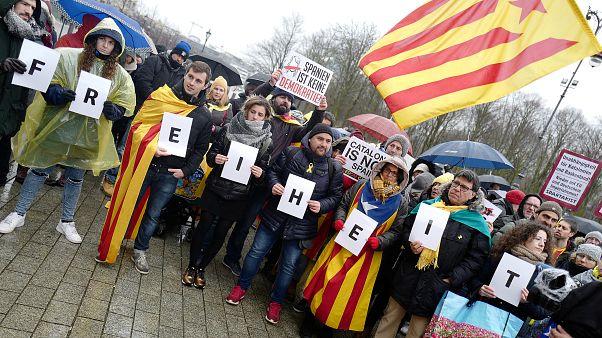 """Germania, Dehm: """"Puigdemont ha paura di essere torturato e abusato in Spagna"""""""