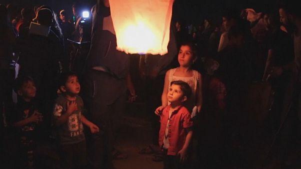 Asurlular yeni yılı uçan fenerlerle karşıladı