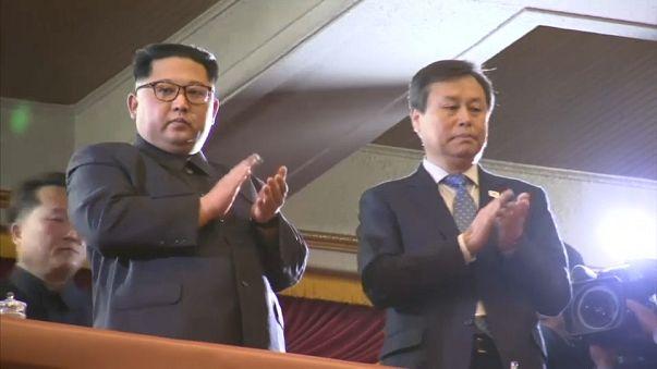 كيم جونغ أون يحضر حفلا لمغنين شعبيين من كوريا الجنوبية
