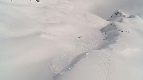 Lavina zúdult síelőkre Svájcban