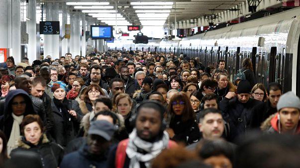 """La """"bataille du rail"""" débute ce lundi en France"""