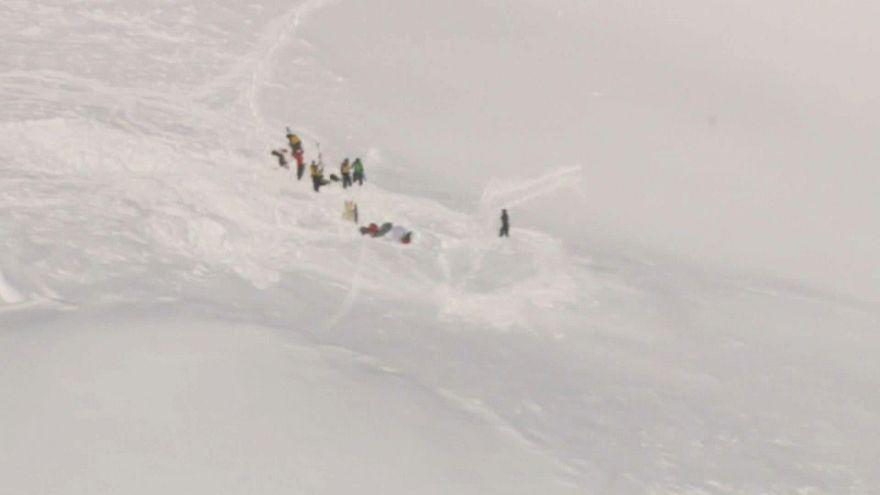 Mueren tres españoles tras una avalancha de nieve en Suiza