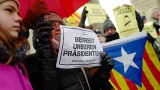 """Free Puigdemont"": Hunderte demonstrieren in Berlin"