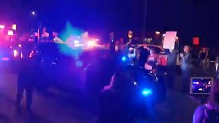 Polizeiauto fährt 61-jährige Demonstrantin an
