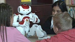 روبوتات تعليمية في فنلندا تجيد أكثر من 23 لغة