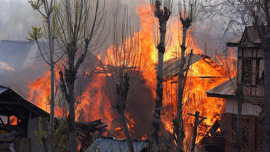 Scontri in Kashmir: 20 morti, decine di feriti