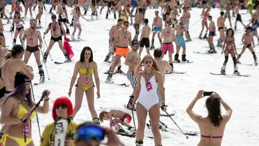 A Sochi in bikini sulla neve