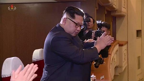 زعيم كوريا الشمالية يحضر حفلا لمغني من كوريا الجنوبية
