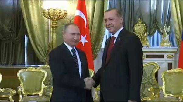 Erdogan és Putyin szorosabbra fűzi a kapcsolatokat