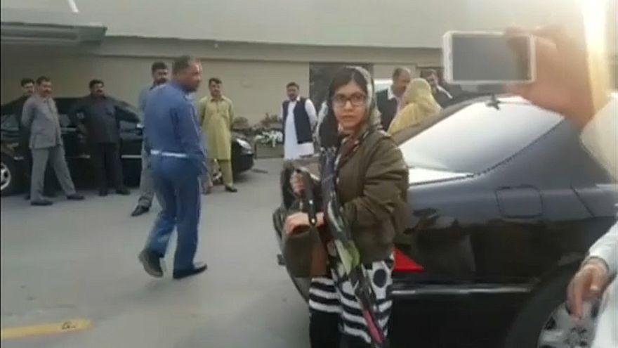 Malala conclui visita ao país natal