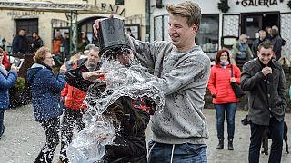 Húsvéti locsolkodás a középkelet-lengyelországi Kazimierz Dolny településen