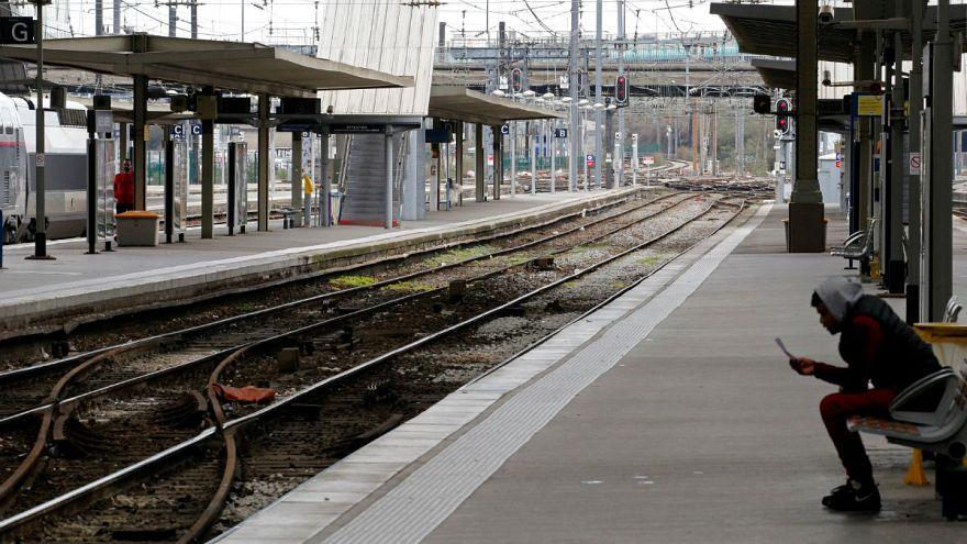 Egész Franciaországot megbéníthatja a vasutasok sztrájkja