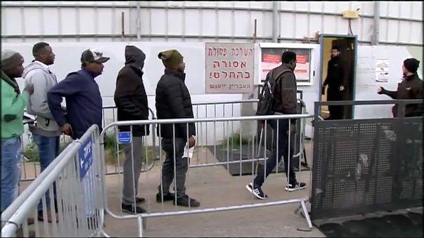Нетаньяху отложил высылку африканских беженцев