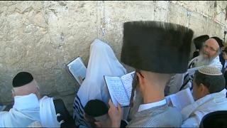 نیایش یهودیان در پای دیوار ندبه