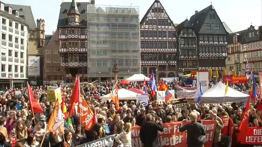 Almanya'da halk barış için meydanlarda