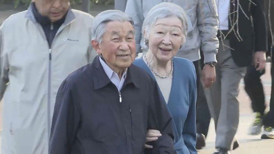 بازدید امپراتور ژاپن و همسرش از شکوفههای گیلاس