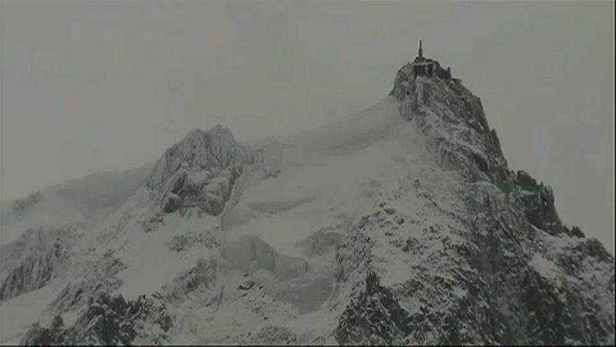 Lavina sodort el síelőket Chamonix-ban