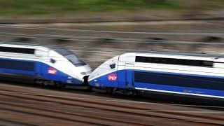 Παραλύει η Γαλλία από την απεργία στους σιδηροδρόμους