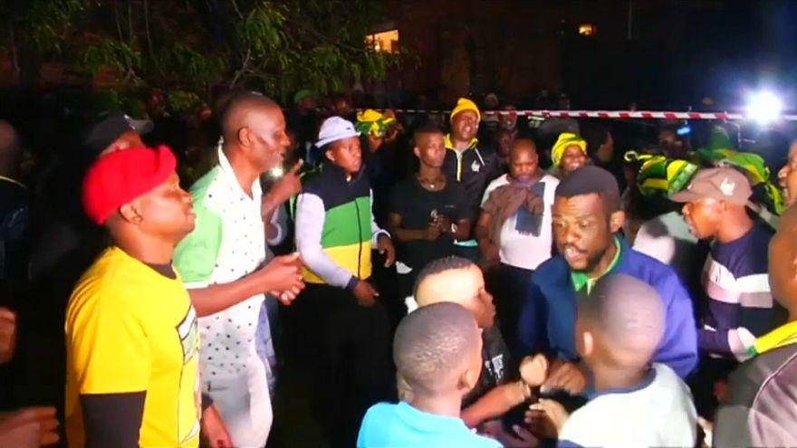 Il Sud Africa rende omaggio a Winnie Mandela, la madre controversa della nazione