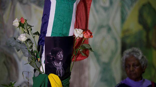 Ν.Αφρική: Στο πένθος μετά τον θάνατο της Γουίνι Μαντικιζέλα Μαντέλα