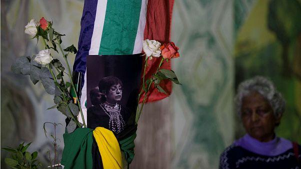 Winnie Mandelát gyászolja Dél-Afrika