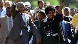 Nelson Mandela e a esposa Winnie, quando foi libertado em fevereiro de 1990