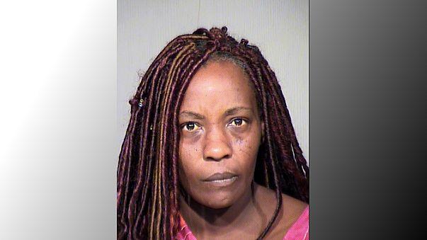 أميركية توقظ ابنها بمسدس صاعق لحضه على الذهاب إلى الكنيسة