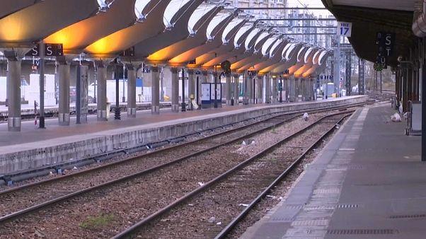 Fransa'da Macron reformlarına karşı büyük demiryolu grevi