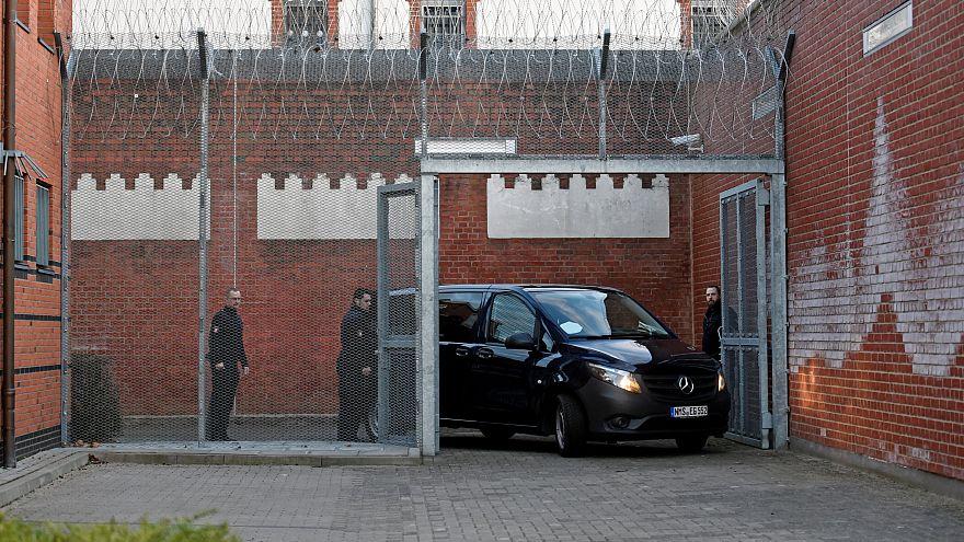 La procura tedesca chiede l'estradizione di Puigdemont in Spagna