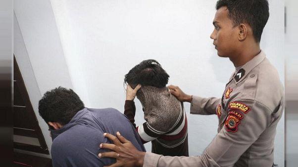 أربعة إندونيسيين يواجهون الجلد بعد الاشتباه بميولهم الجنسية
