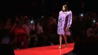 Naomi Campbell a nigériai divathét sztárja