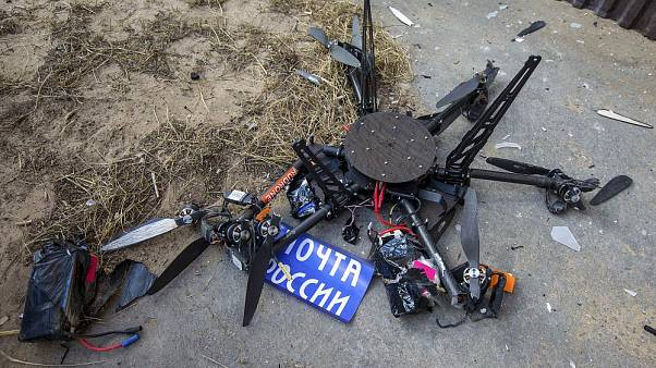 Falnak ment, és darabokra tört első útján egy postai drón