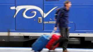 Χάος στη Γαλλία από την απεργία στους σιδηροδρόμους