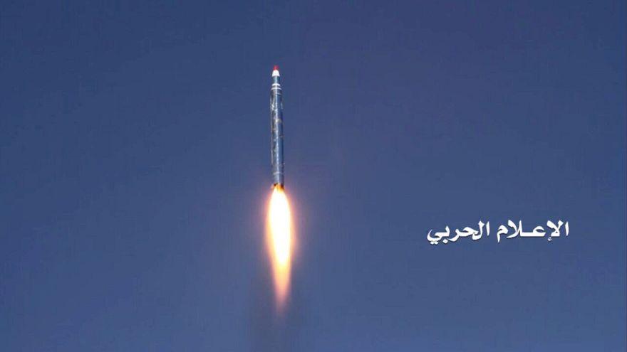 بالصور: إصابة ناقلة نفط سعودية في هجوم للحوثيين بالبحر الأحمر