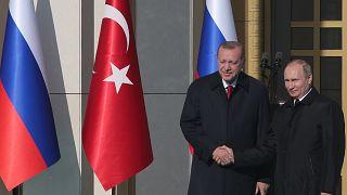 الرئيسان، الروسي فلاديمير بوتين (يمين) والتركي رجب طيب إردوغان