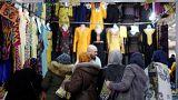 Besucherinnen der Islamkonferenz UOIF in Frankreichs Le Bourget