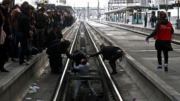 La France en grève, déjà sur les nerfs