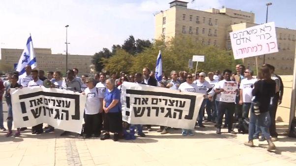 Condenas y aplausos a la decisión de Netanyahu