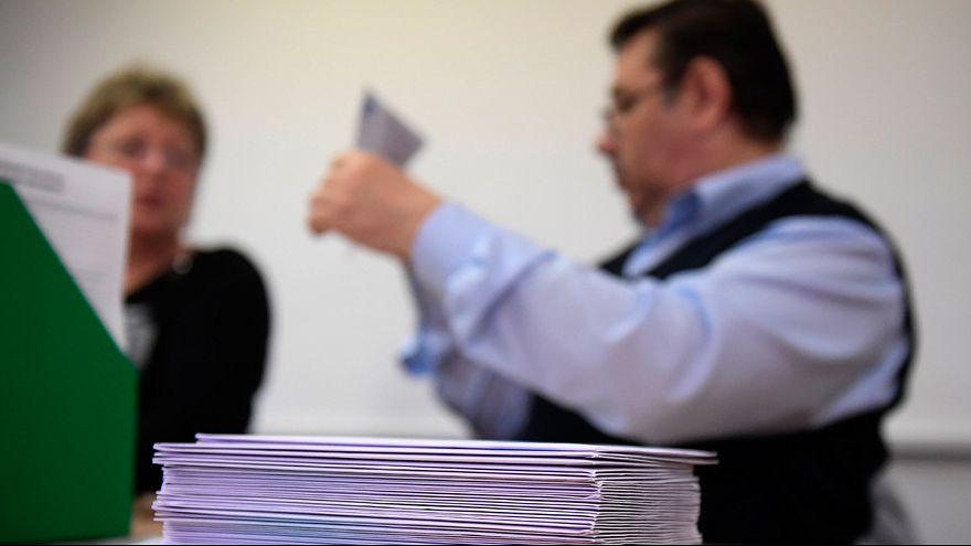 Külföldről érkezett levélszavazatok azonosító nyilatkozatait dolgozzák fel